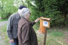 Návštěvníci kopce březák procházejí ptačí stezku